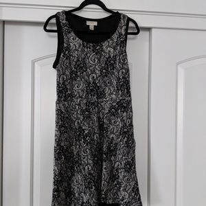 Woman's dress size 6
